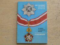 Ze sbírek Vojenského muzea Praha - Vyznamenání - 12 pohlednic v obálce