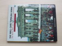 THE WALL CAME TUMBLING DOWN  - The Berlin Wall and the Fall of Communism (1990)