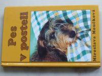 Moučková - Pes v posteli (2002)